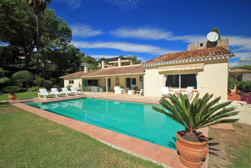 Ref:R811178 Villa - Detached For Sale in Nueva Andalucía