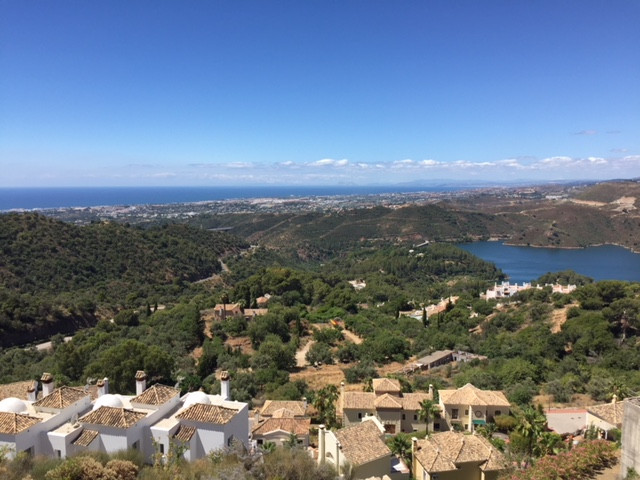 A FANTASTICOPPORTUNITY - a uniqueplot of 1160m² with panoramic views of the coast across to Gibral,Spain