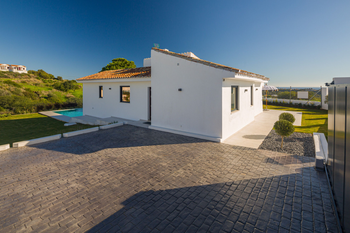 House in New Golden Mile R3792610 31