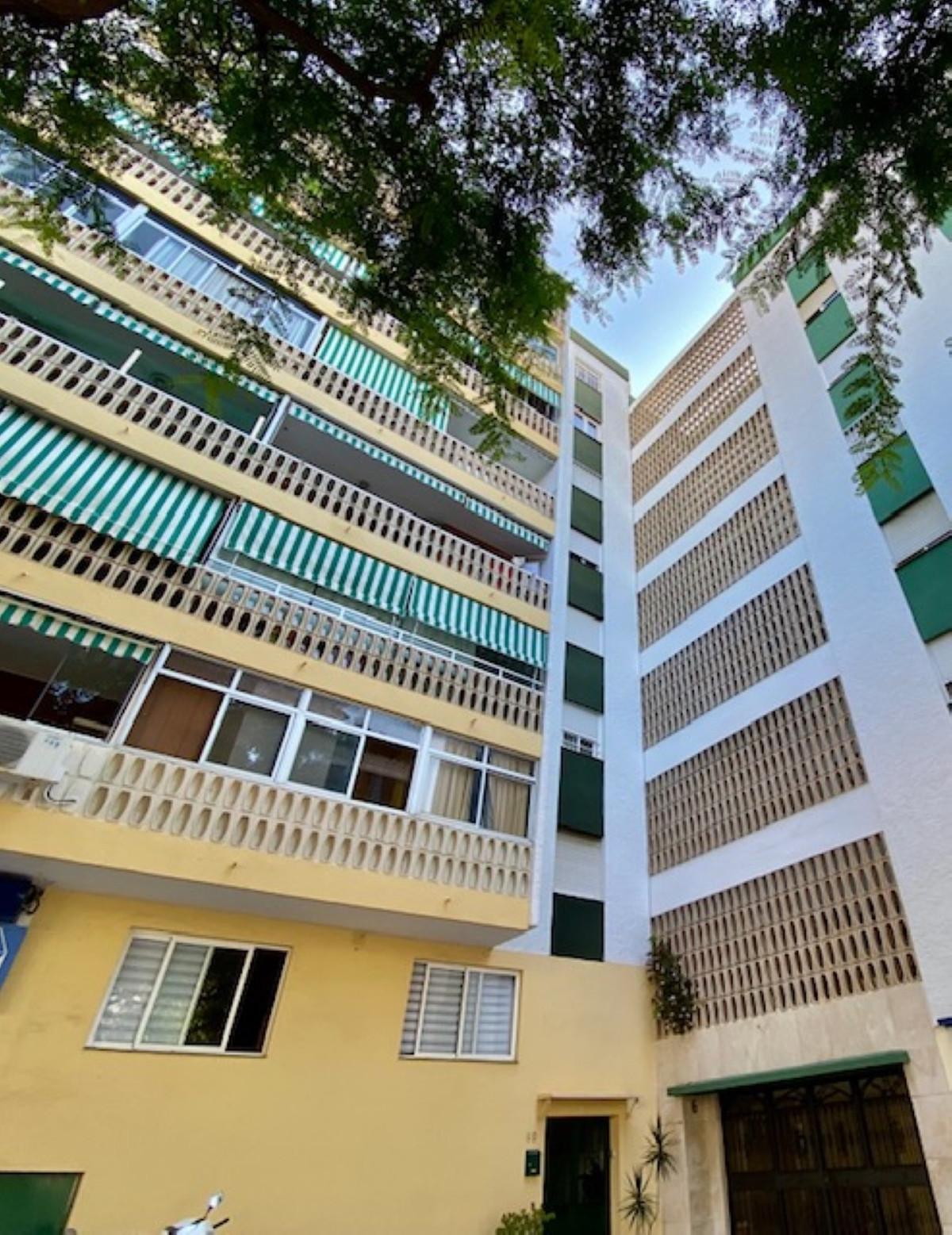 Marbella Banus Apartamento en Venta en Marbella – R3936172