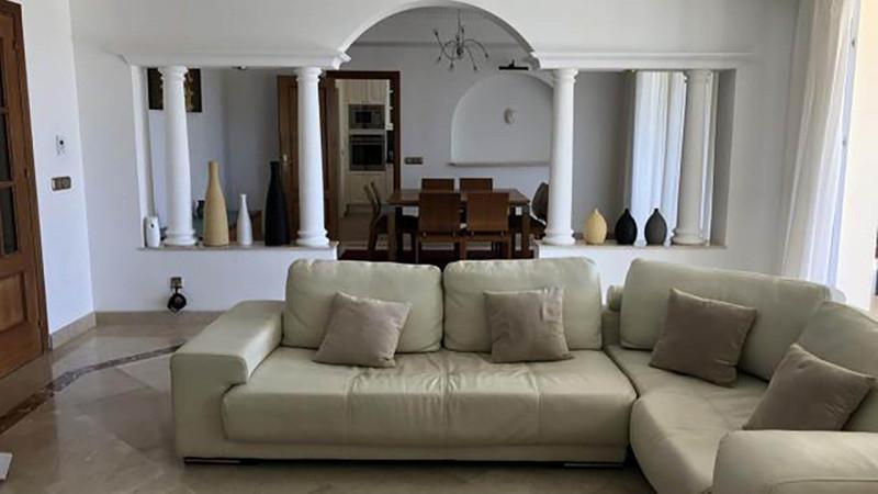 Villa – Chalet en venta en Elviria – R3348634