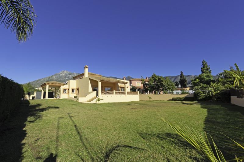Villa – Chalet en venta en Marbella – R3343042