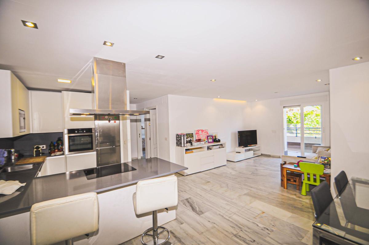 Marbella Banus Apartamento Planta Media en Venta en Marbella – R3517078