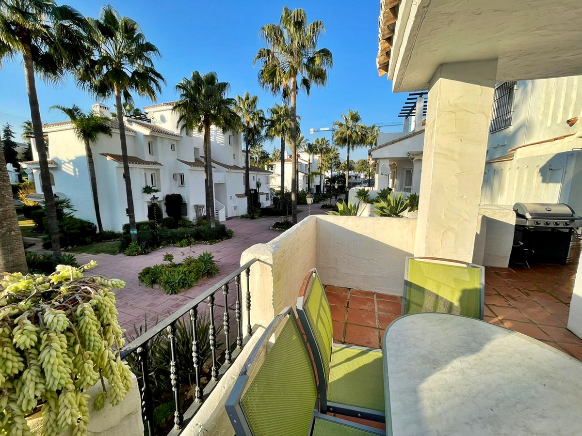 3 Bedroom Middle Floor Apartment For Sale Nueva Andalucía