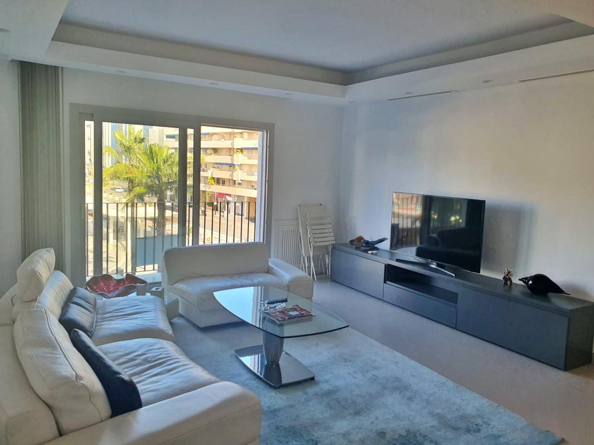 Marbella Banus Apartamento Planta Media en Venta en Puerto Banús – R3551698