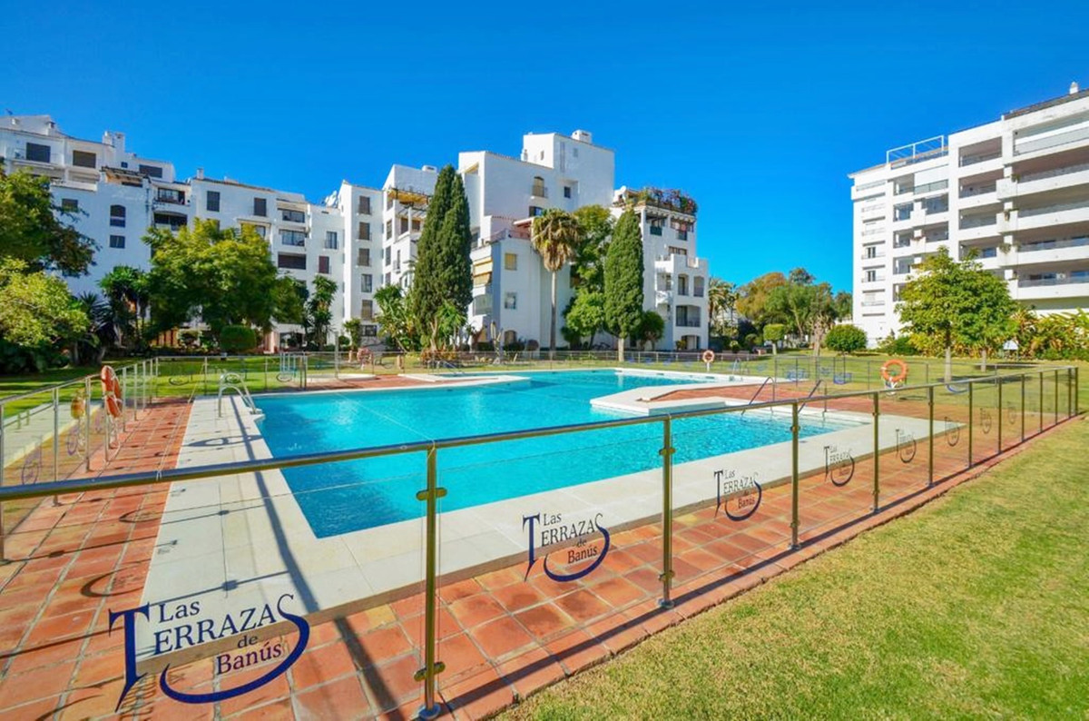 Marbella Banus Apartamento Planta Media en Venta en Puerto Banús – R3737953