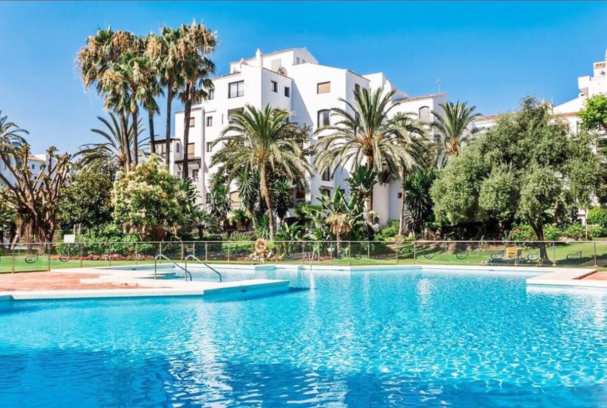 Marbella Banus Apartamento Planta Media en Venta en Puerto Banús – R3660260
