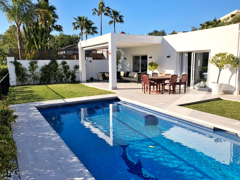 Villas for sale in Guadalmina 11