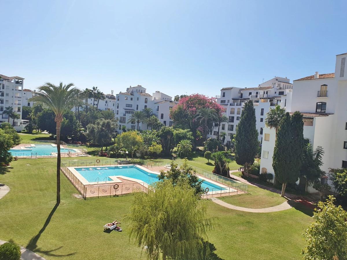 Marbella Banus Apartamento Planta Media en Venta en Puerto Banús – R3519643