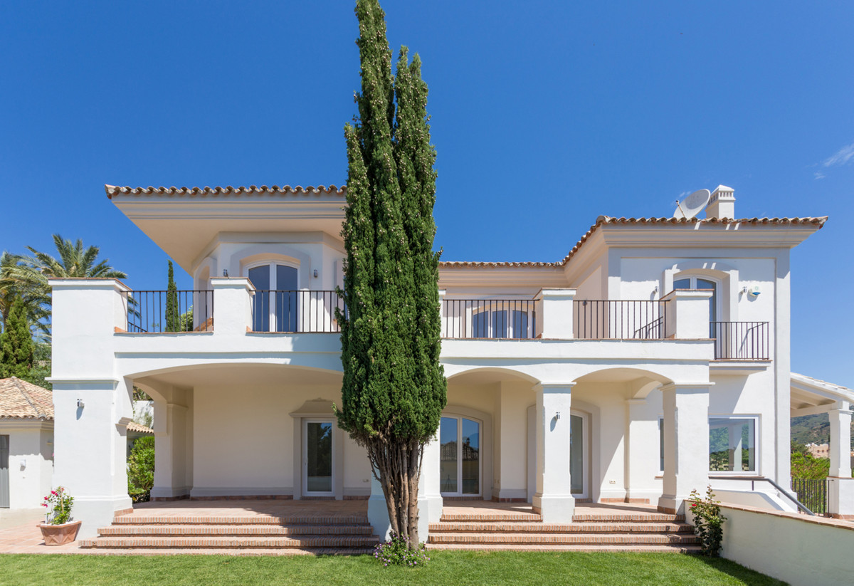 Magnificent Mediterranean-style villa built in 2002 and completely refubished. It is situated in San,Spain