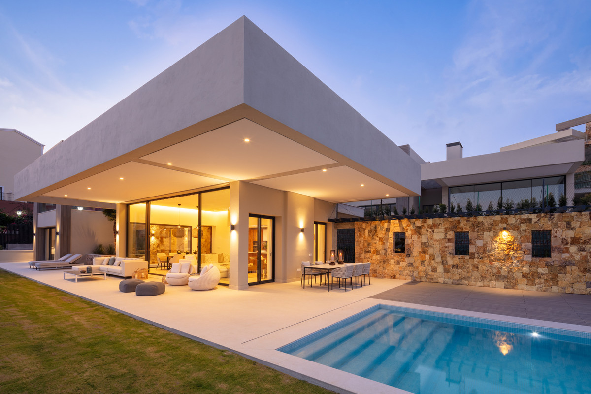 This Villa is located in the heart of Nueva Andalucia and it is one of the five amazing properties t,Spain