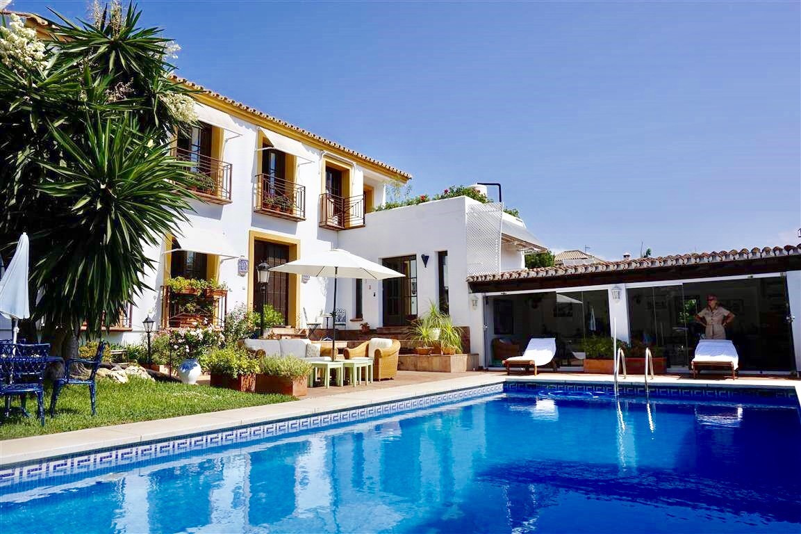 "Beautiful south facing ""Andalucian Style"" villa for sale, built with Feng Shui spirit. Loc, Spain"