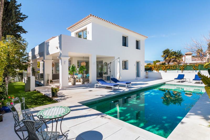 Villa – Chalet en venta, San Pedro de Alcántara – R3359446