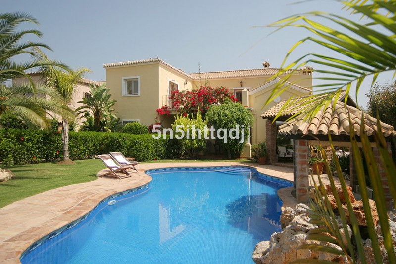 Lovely Villa in a quiet urbanization close to all the amenities, golf course, shops and restaurants , Spain