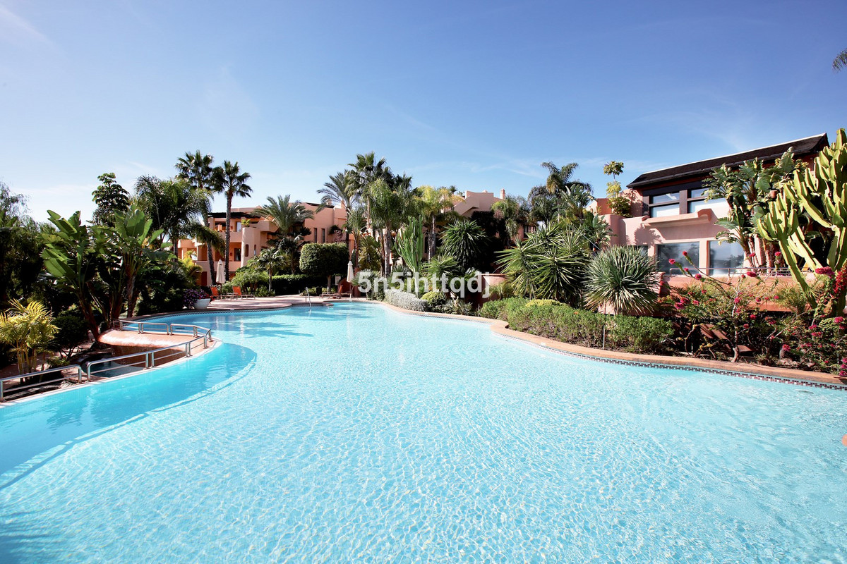 Magnificent, spacious ground floor apartment in the luxurious five star residential complex of Mansi Spain
