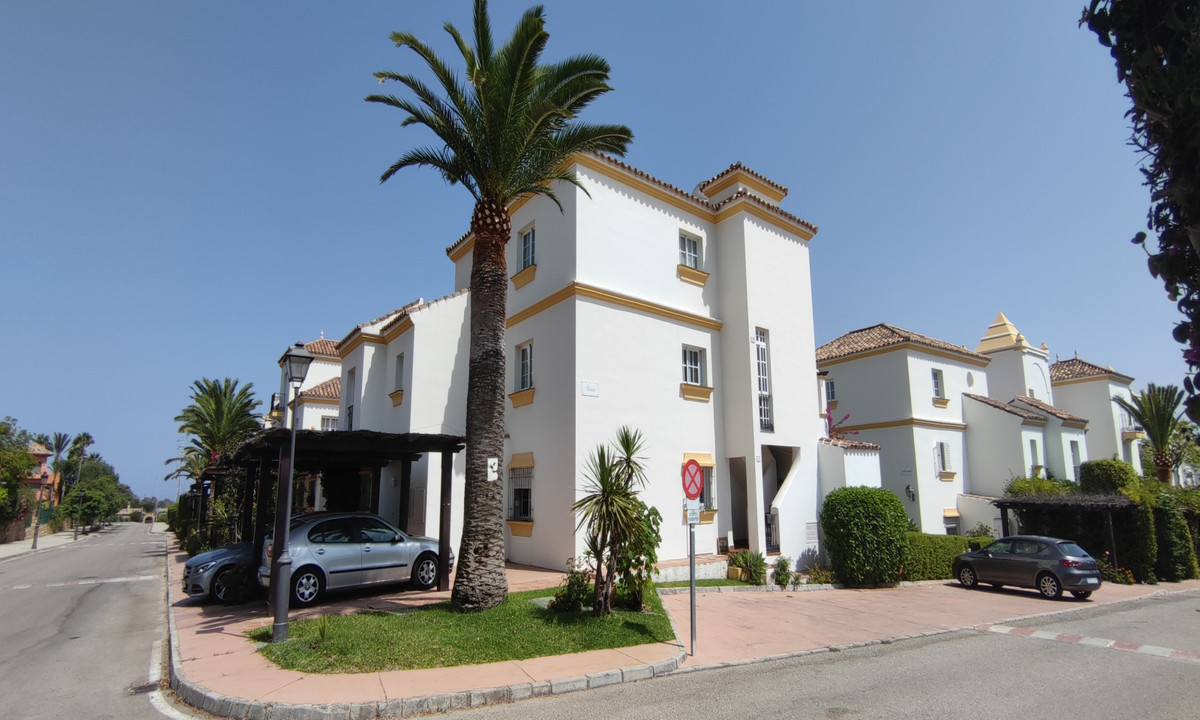 Beautiful semi-detached house in a very quiet area between Marbella and Estepona, just 5 minutes fro,Spain