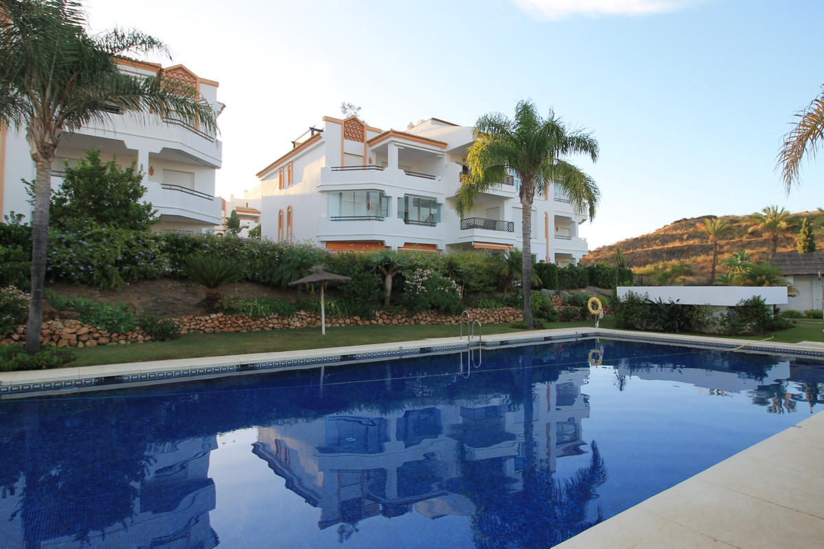 Beautiful 3 bedroom penthouse located in the charming Los Iris complex. The property has been mainta,Spain