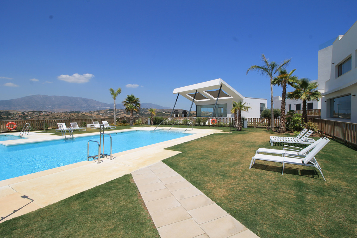 Superb middle floor apartment in the prestigious Casa Banderas. This 3 bed unit has been finished toSpain