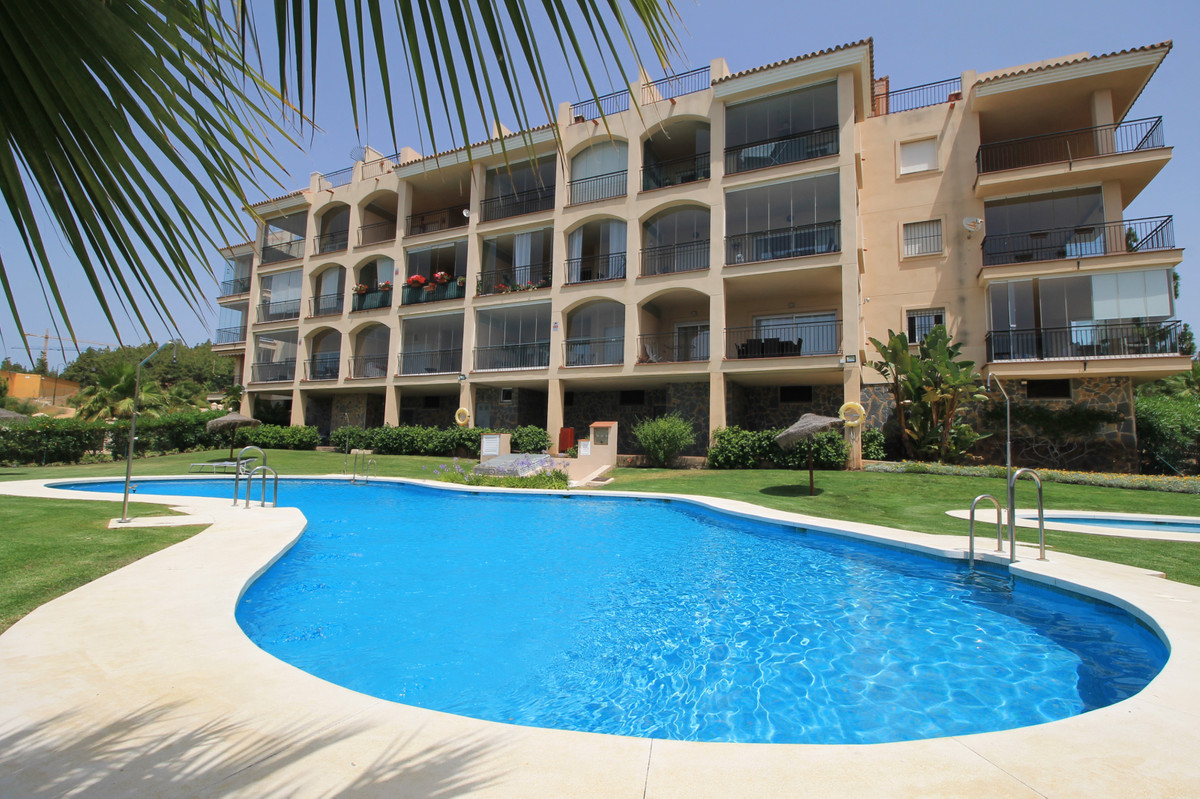 Stunning raised ground-floor apartment located close to the sea and facilities. The property has bee, Spain