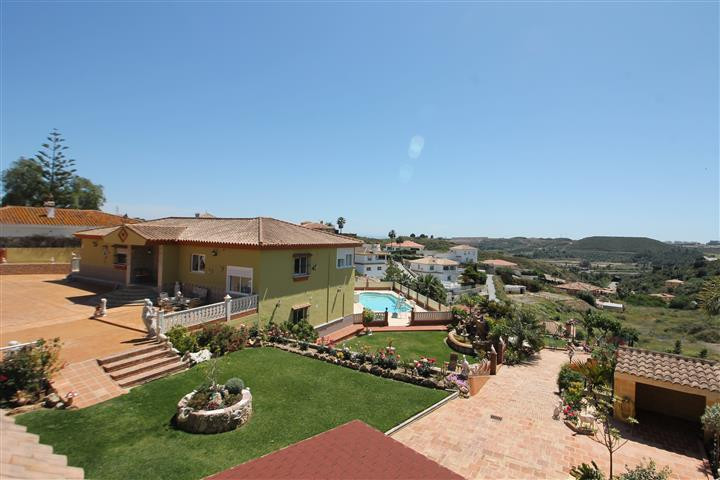 Now dropped for a quick sale! Great finca only 5 minutes drive to La Cala de Mijas. The main house i,Spain