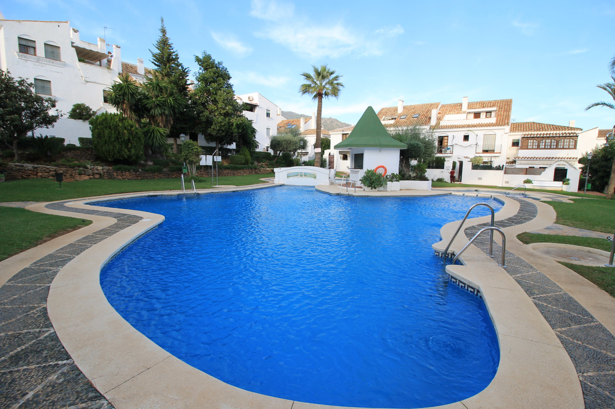 Charming south facing three bedroom townhouse located in a fantastic community with large gardens an, Spain