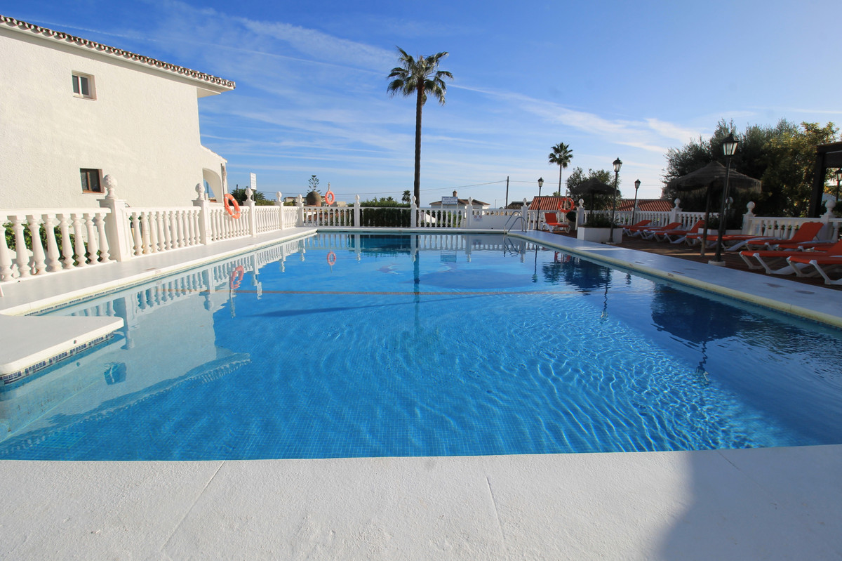 South facing 2 bedroom, 2 bathroom apartment only 500 meters to the beach.  An open plan kitchen and, Spain