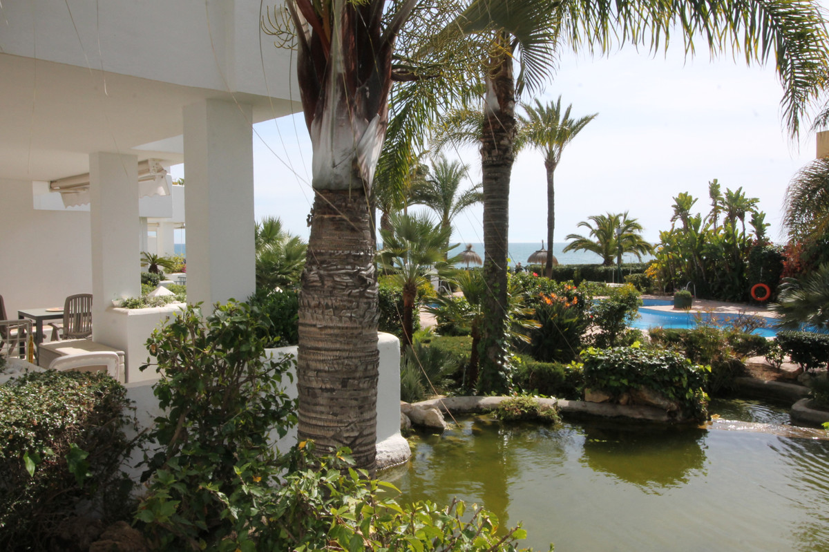 VFT/MA/31204: CTC-2019023193 Beautiful front-line beach ground floor apartment in the picturesque vi,Spain