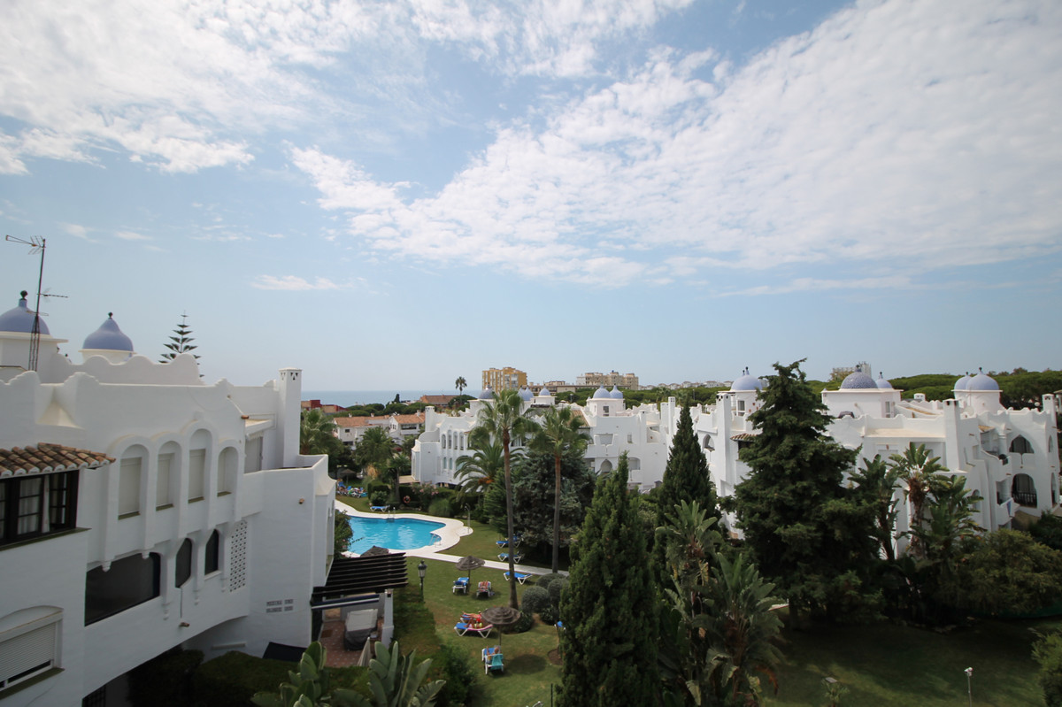 Spacious 4 bedroom 4 bathroom penthouse apartment located in the ever popular Calahonda. Fully refor,Spain