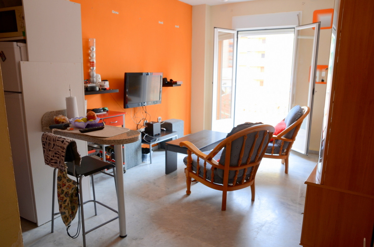 DO NOT MISS THIS OPPORTUNITY IN PURCHASING THIS DUPLEX APARTMENT IN THE HEART OF FUENGIROLA.  IT IS ,Spain