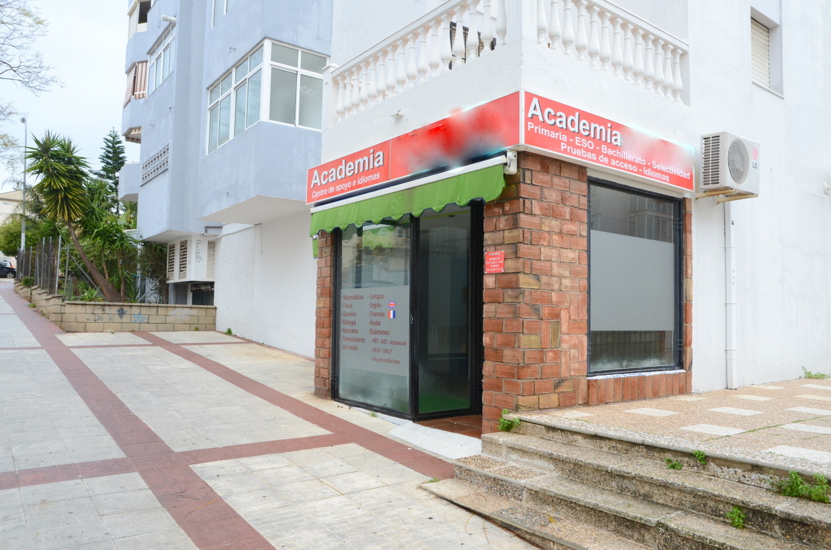 Commercial space of 60 square meters, in residential area and near the center of Arroyo de la Miel. ,Spain