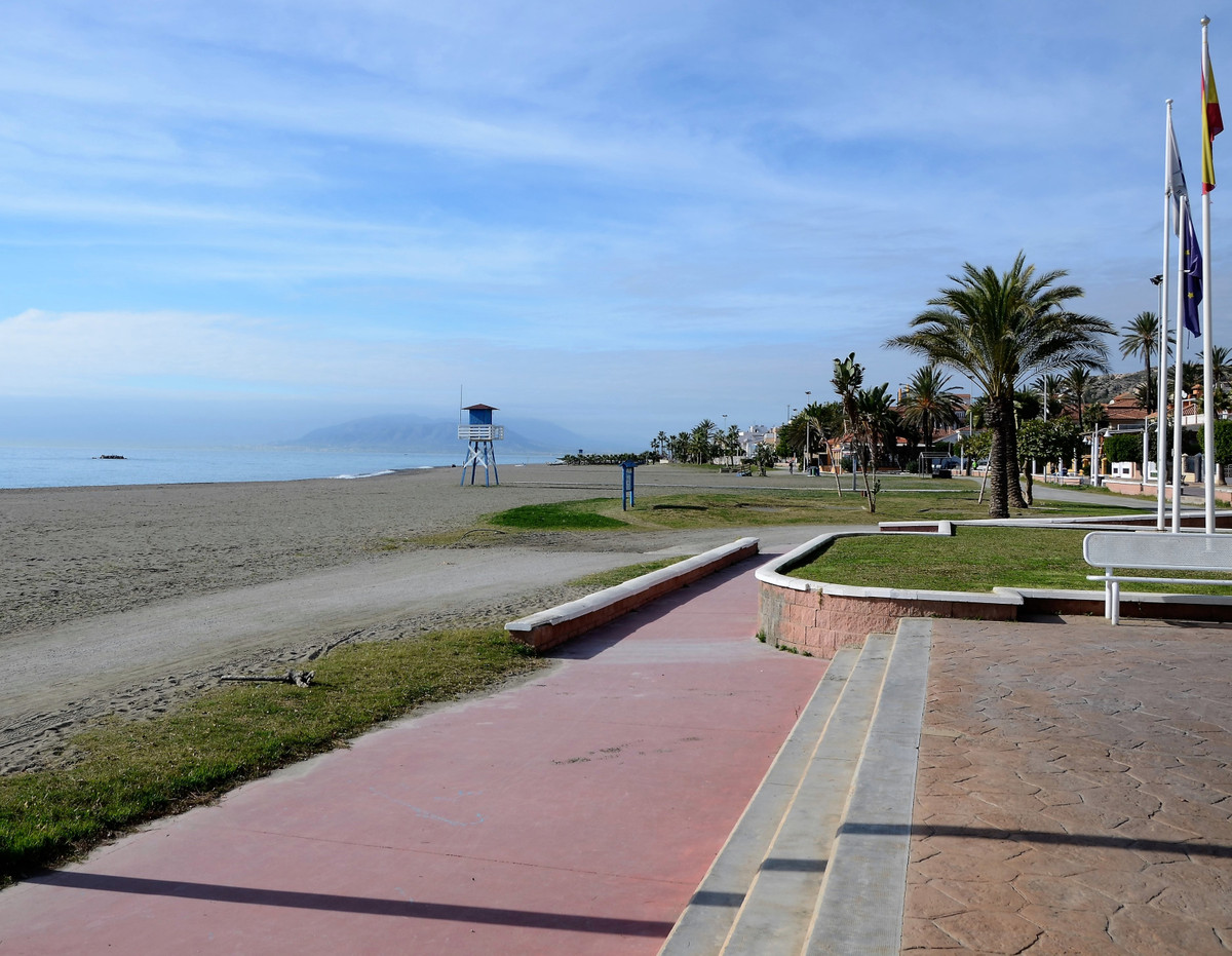 30 seconds from the beach, this detached villa has lots of room and tons of potential! Built on the ,Spain