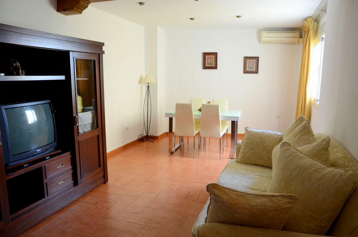 Lovely 3 bedrooms apartment near the city centre, and with all sort of shops and businesses at hand. Spain