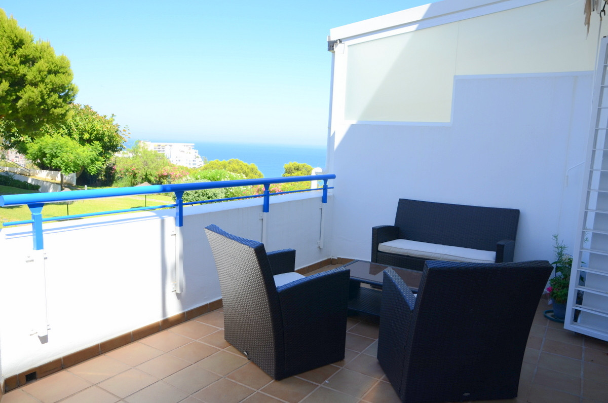 Immaculate apartment with sea views, located only minutes walking from shops, services and amenities, Spain