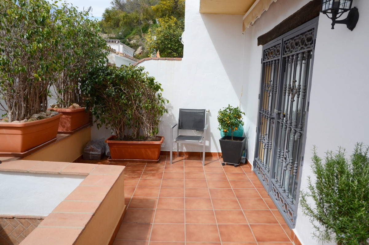 Beautiful and traditional townhouse near Mijas La Nueva, in Los Naranjos, a well located urbanisation only 10-12 minutes walking from the centre of Mijas Pueblo.  This house has been completely refurbished including new plumbing, new electrics and a new and better layout. The terrace, south orientated, enjoys sun all day and features awning for those summer months. 2 double bedrooms with plenty of wardrove space, the master bedroom even has a walk-in wardrove. There is another large closet in the stairs. Thanks to the refurbishment, a laundry room has been included without sacrificing outside or inside space.  This house makes a perfect home for those wanting to live in a quite area but close to services and businesses. Surrounded by a protected forest of pines trees, the reknown Sierra de Mijas, and in a fantastic community of both Spanish and foreign residents.