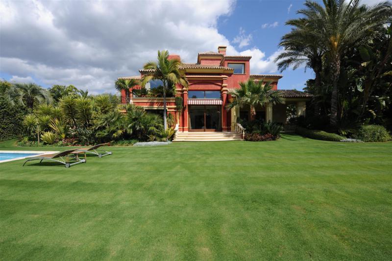 Fritliggende Villa i The Golden Mile R2328707