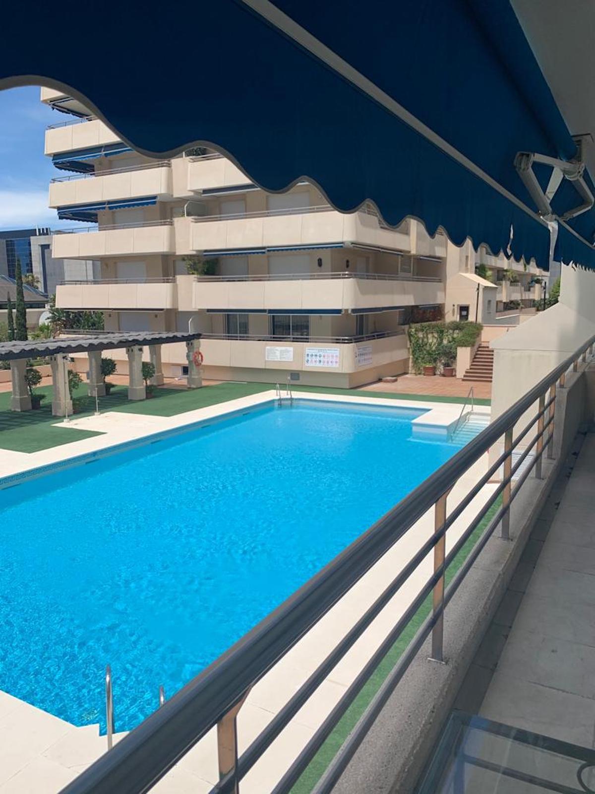 Marbella Banus Apartamento Planta Media en Venta en Puerto Banús – R3743650