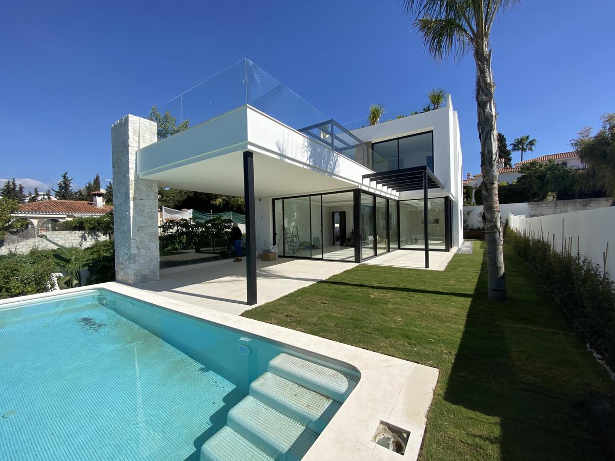 Detached Villa for sale in San Pedro de Alcántara R3722339