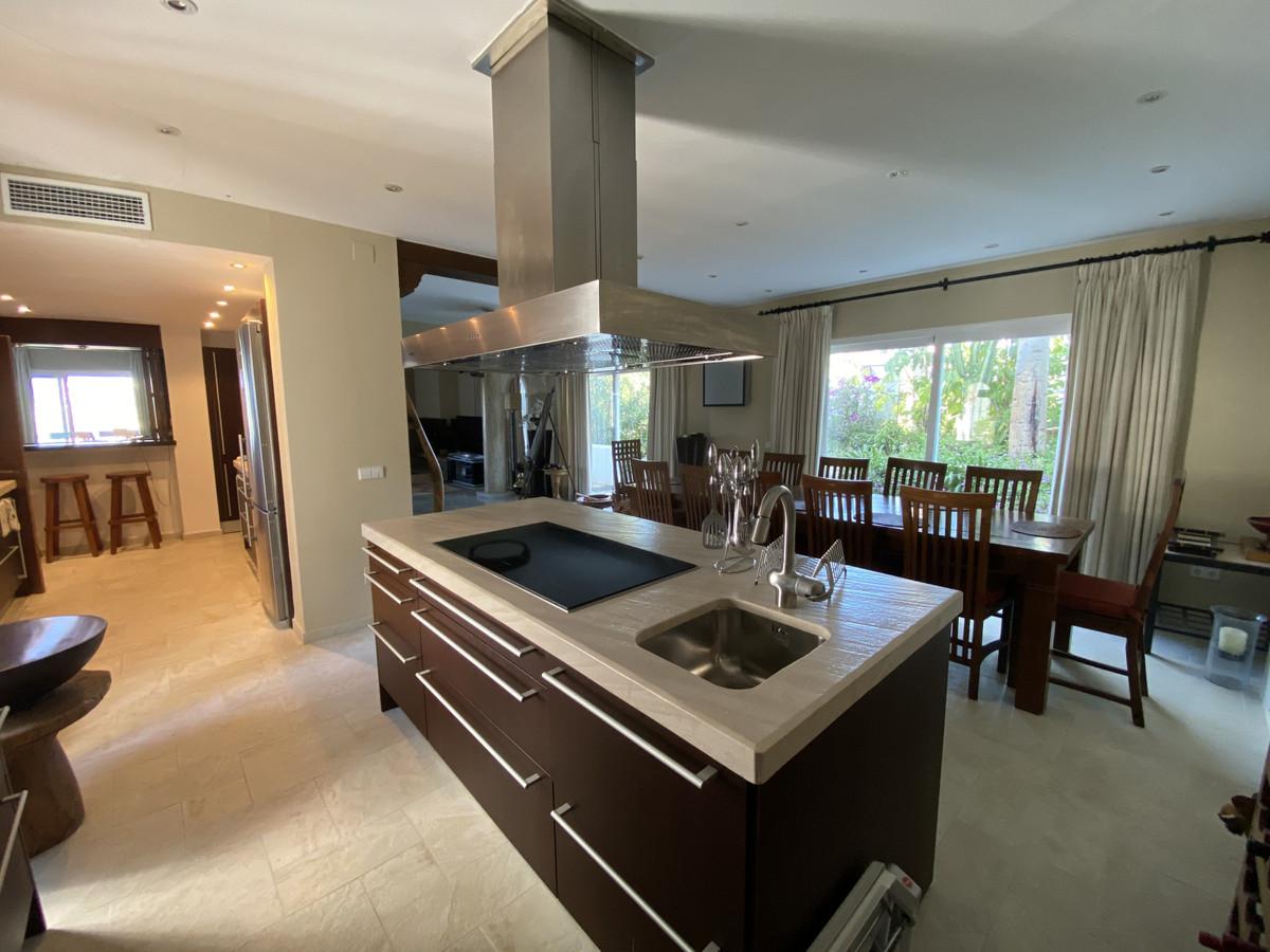 House en Aloha R3830077 24