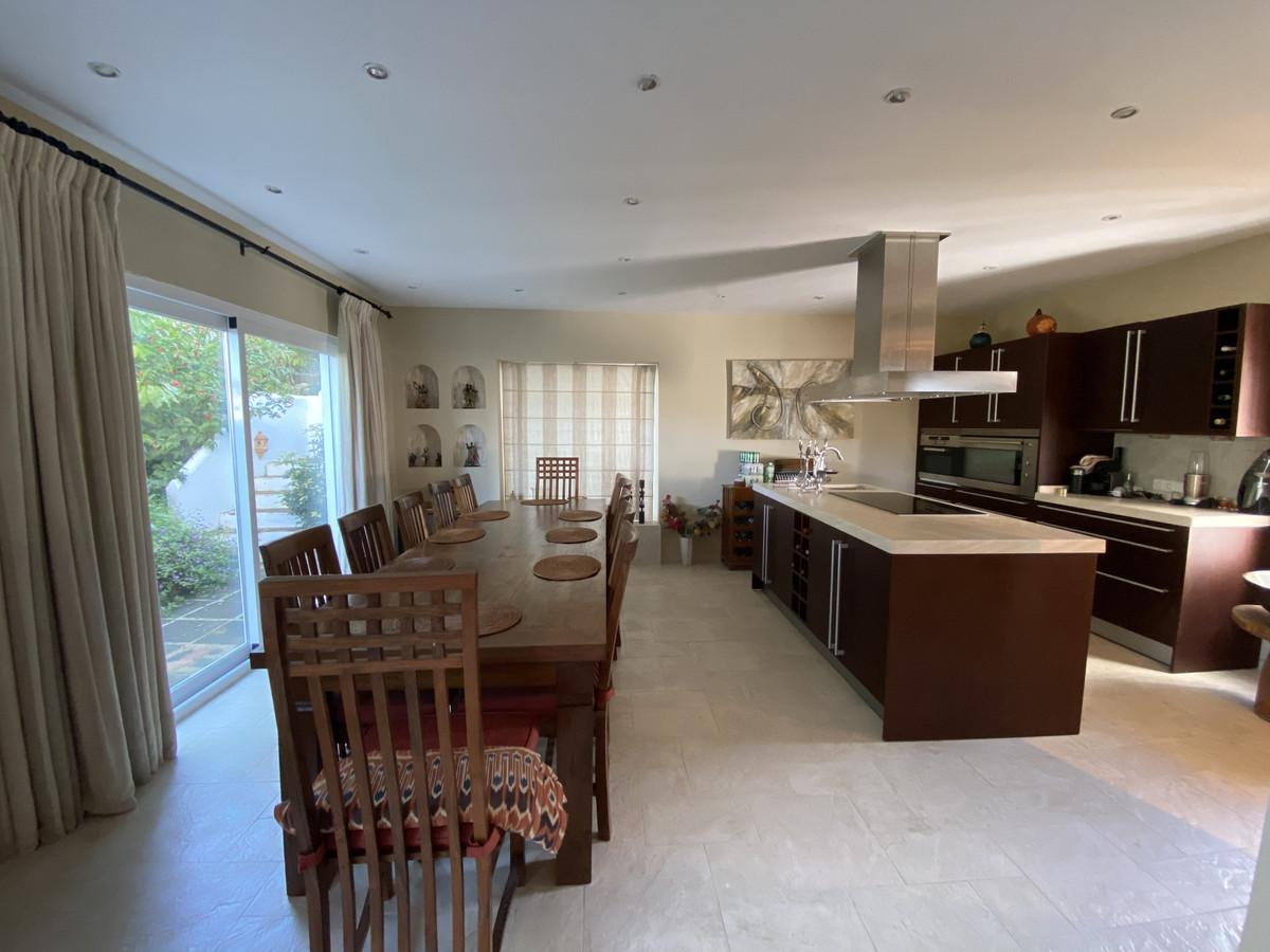 House en Aloha R3830077 26