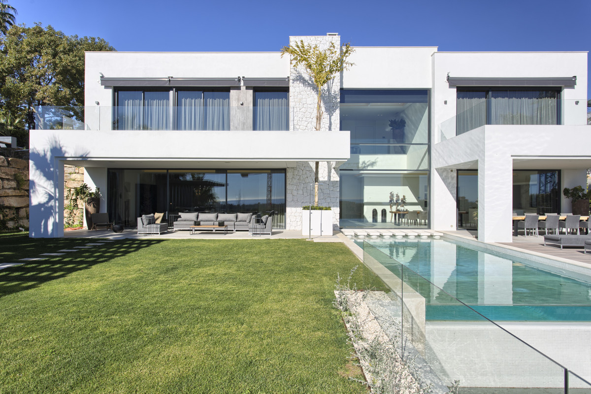 New build contemporary villa built to the highest standards and specs, located in La Alqueria, Benah, Spain