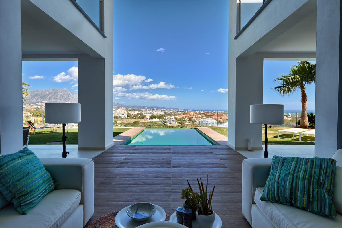 Modern high-quality villa located in one of the best positions in La Alqueria, east to south facing ,Spain