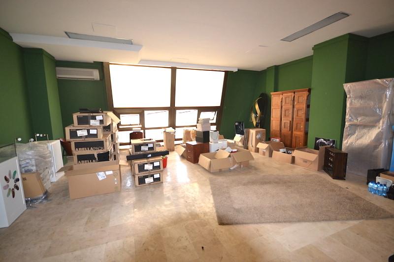 Oficina  en venta   y en alquiler    en Puerto Banús