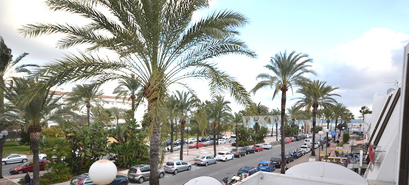 Very spacious commercial space in a commercial center in Puerto Banus. There is underground parking ,Spain