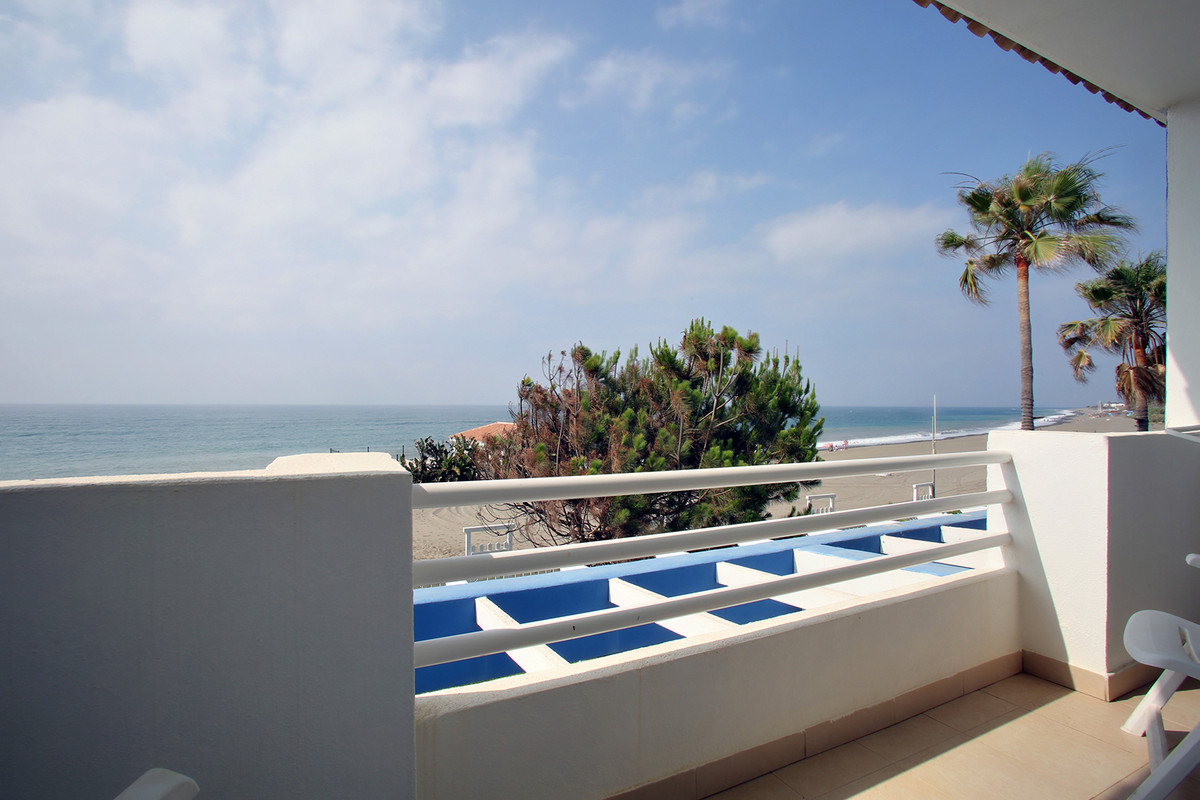 First line beachfront townhouse with 3 bedrooms and 3 bathrooms. All bedrooms have fitted wardrobes.,Spain