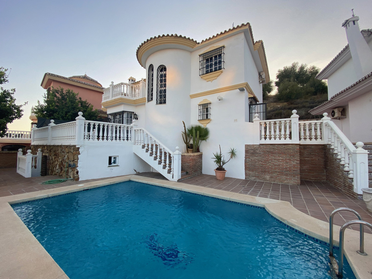"""A beautiful independent villa with three bedrooms and two bathrooms for sale in a quiet area """"e,Spain"""