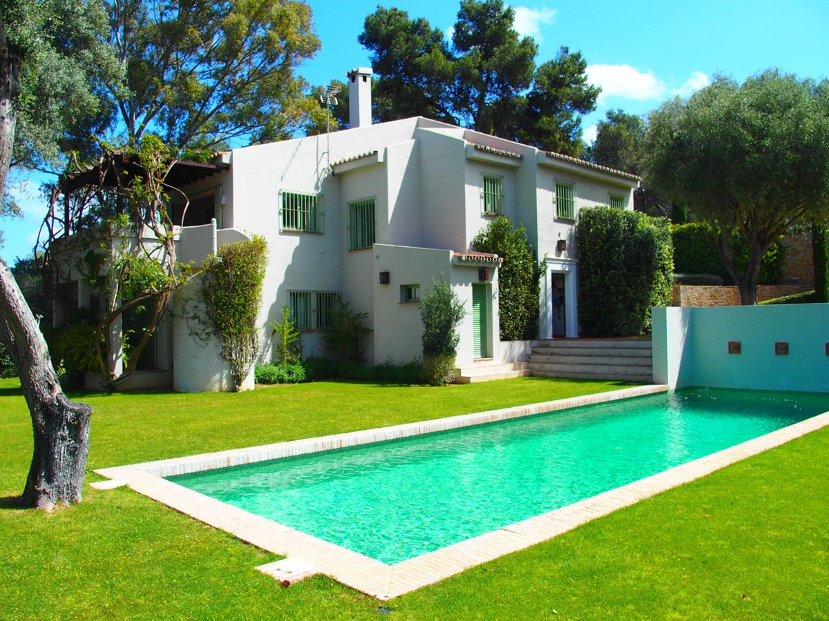 SPECTACULAR 5 BED VILLA IN SOTOGRANDE PLAYA SURROUNDED BY GREEN AREAS.  This property is a real luxu, Spain