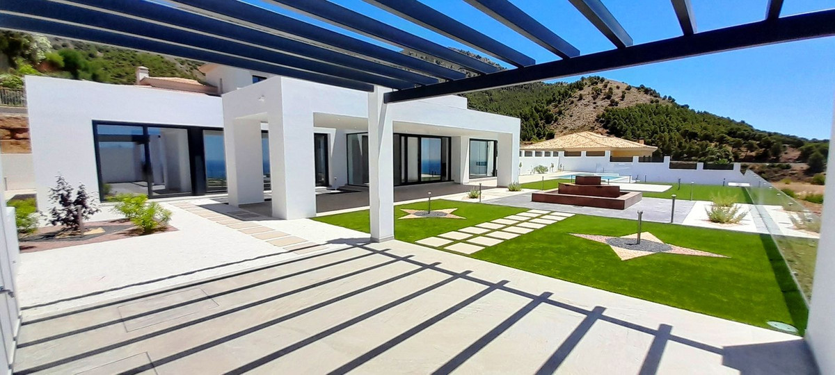 Detached Villa for sale in Benalmadena