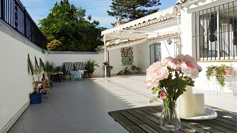 Villa for reform project in highly desirable area of Pueblo Lopez, Fuengirola.  A spacious, town cen,Spain