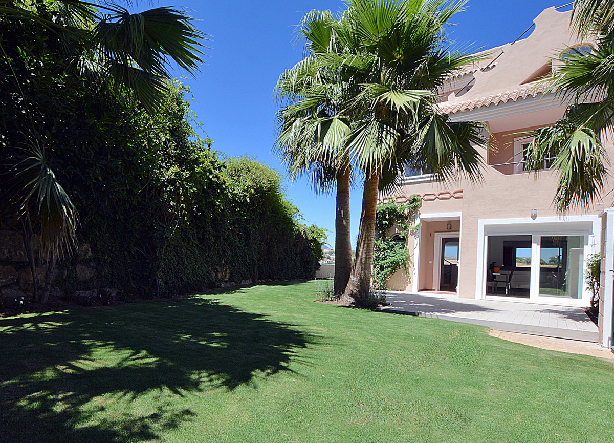 Exceptional spacious 4 bedroom 4 bathroom townhouse situated in the gated community with 4 swimming ,Spain