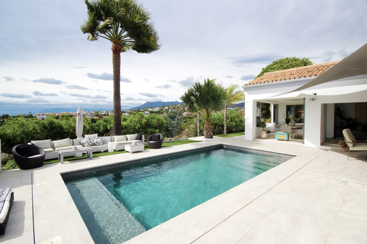 This stunning single-storey villa standing on an elevated and large plot of 1.677m2 with south orien,Spain